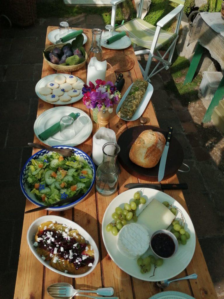 Hidden Huntley Spring Table